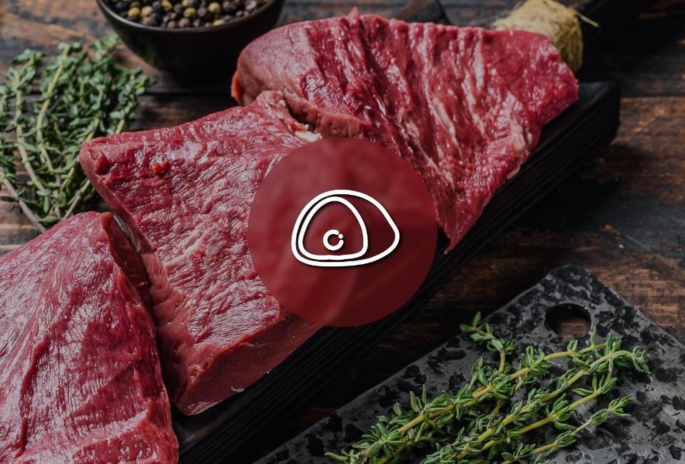 przekrojone mięso nadesce dokrojenia